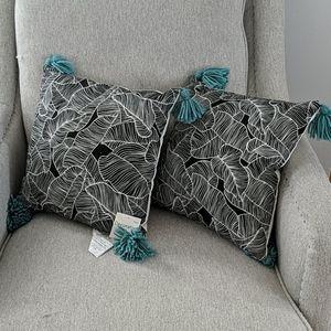 Palm leaf tassle decor pillow new